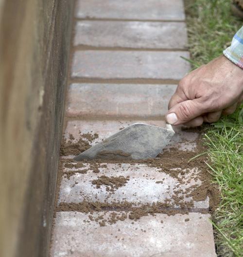 заполнение промежутков между кирпичами цементно-песчаной смесью