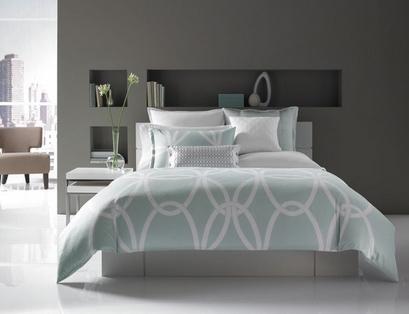 серый интерьер спальни