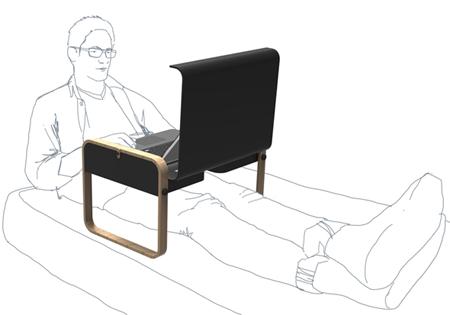 использование столика для ноутбука в положении лежа