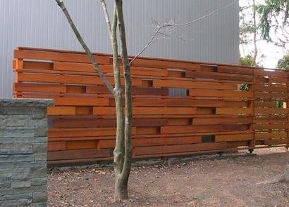 оригинальный деревянный прозрачный забор