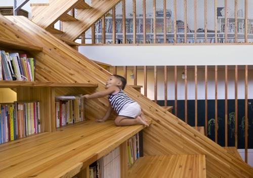 лестница с полками для книг
