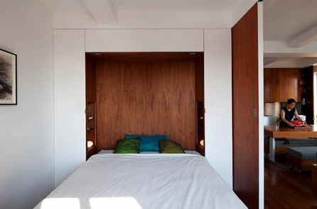 маленькая спальня с откидной кроватью