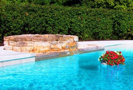 плавающая клумба в бассейне
