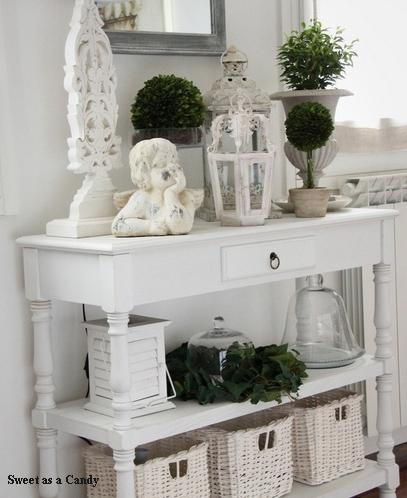 растения в белом коридоре