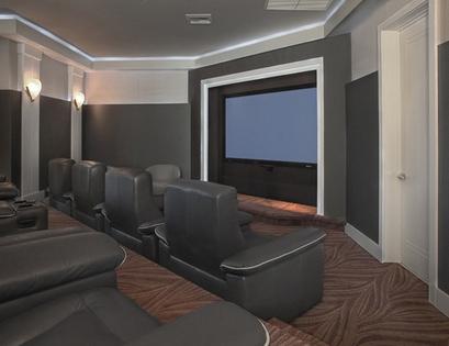 домашний кинотеатр с проекционным экраном