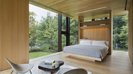 спальня со стеклянными стенами в гостевом доме