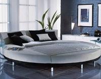 круглая кровать с прямоугольной спальной зоной