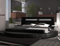 прямоугольная кровать на круглом подиуме
