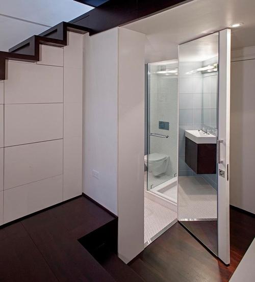 ванная комната под лестницей