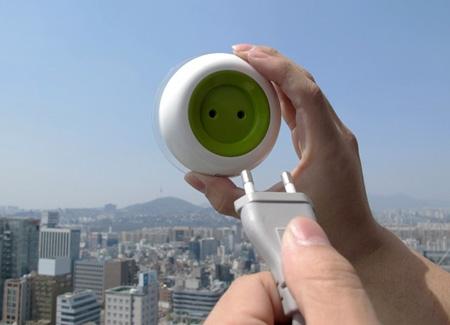 мобильная розетка прикрепляется к окну для зарядки