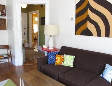 текстильный декор стены в гостиной