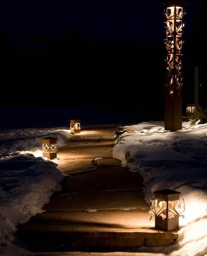оригинальное освещение садовой дорожки