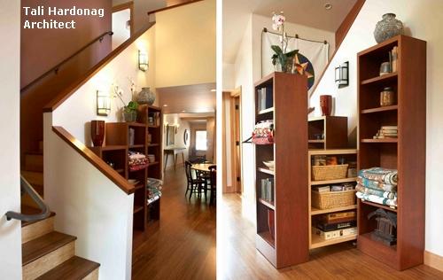 оригинальный стеллаж-шкаф под лестницей