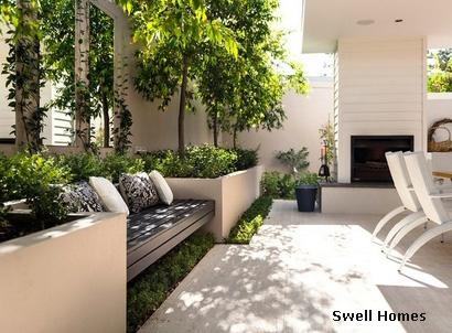 пример ландшафтного дизайна со встроенной скамьей