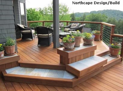 оригинальный дизайн крыльца со встроенной скамейкой