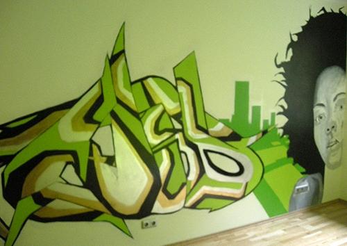 монохромная роспись граффити в интерьере