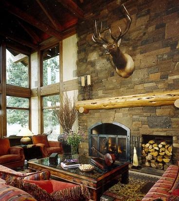 дизайн камина в охотничьем домике