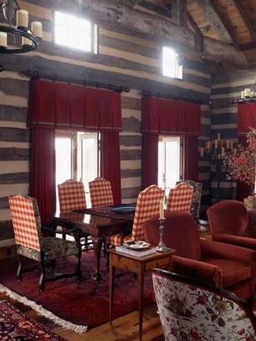 оригинальные деревянные стены охотничьего домика