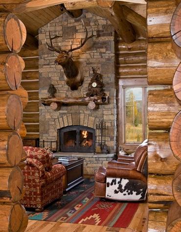 дизайн каминного портала в охотничьем домике