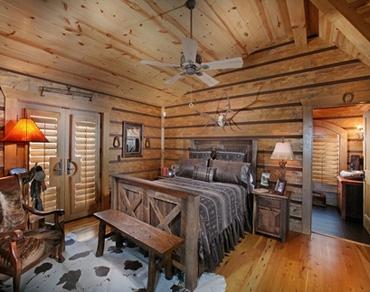 традиционная спальня в охотничьем домике