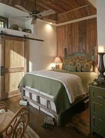 оригинальная кровать для охотничьего домика