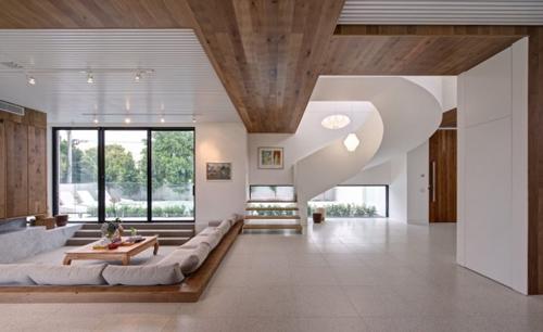 деревянная отделка в сочетании с белыми стенами