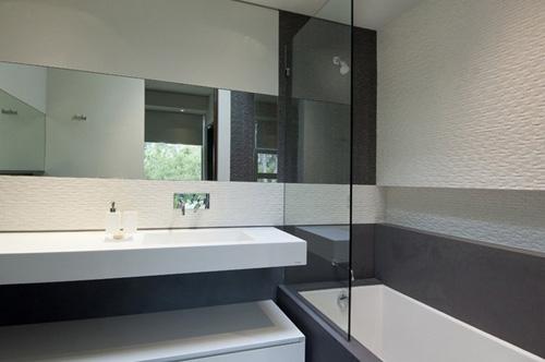 стильная ванная комната в нейтральной гамме