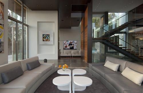 современное искусство в интерьере частного дома