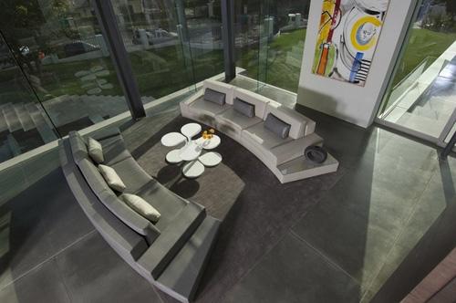 скульптурная мебель в современном интерьере гостиной