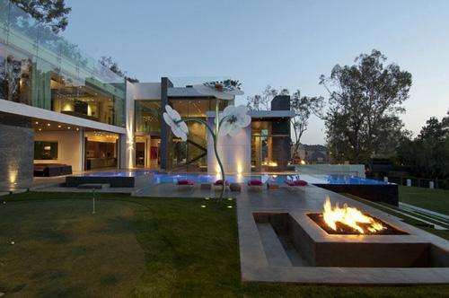 роскошный частный двор в современном стиле
