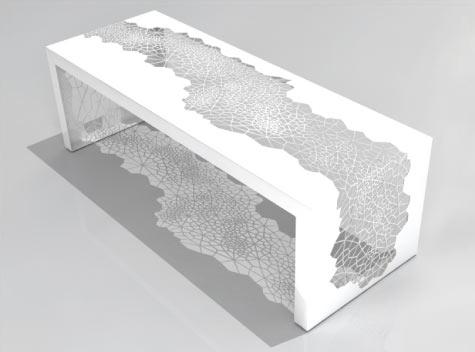 ажурная скамья с рисунком паутины