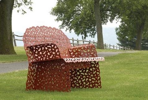 ажурная садовая скамья