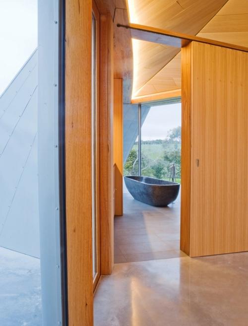каменная ванна в современном доме