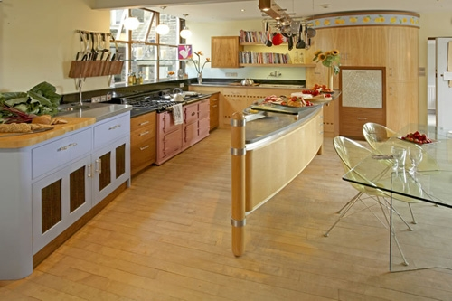 эксклюзивная кухня с необычным кухонным островом