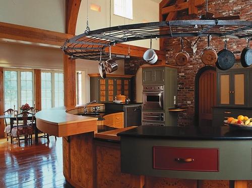 стильный кухонный остров в классическом интерьере
