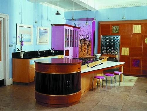 яркая кухня с эксклюзивным островом