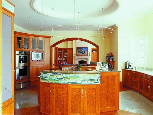 круговая расстановка заказной мебели для кухни