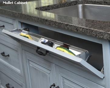 откидная дверка под мойкой с контейнером для кухонных губок