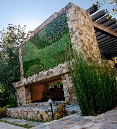 вертикальное озеленение для декора камина