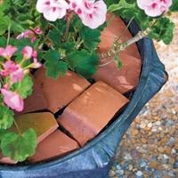 8 идей использования разбитых цветочных горшков