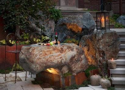 оригинальный наружный бар с каменной стойкой