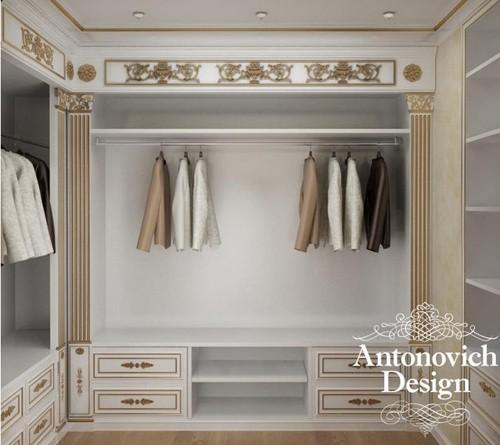 декор стен и мебели в элитном дизайне гардеробной
