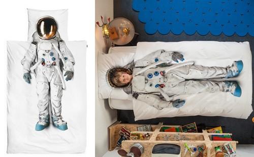 постельное белье с принтом скафандра астронавта