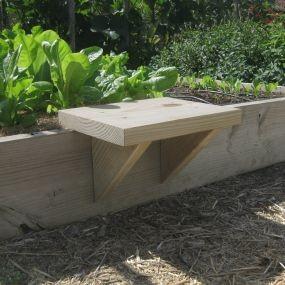 деревянная скамейка для высокой грядки