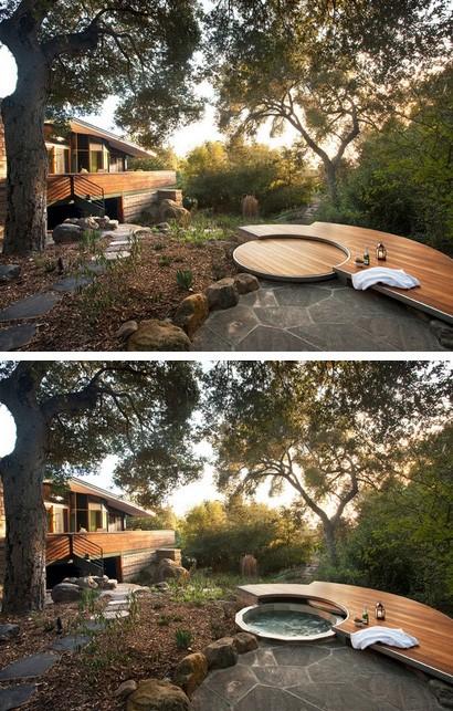палуба с джакузи в саду