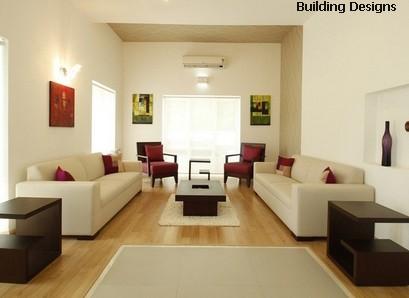 гостиная с бежевыми обоями и ярким декором