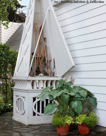 обелиск для садовых инструментов