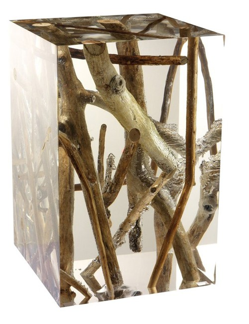 боковой столик из акрила с натуральными ветками