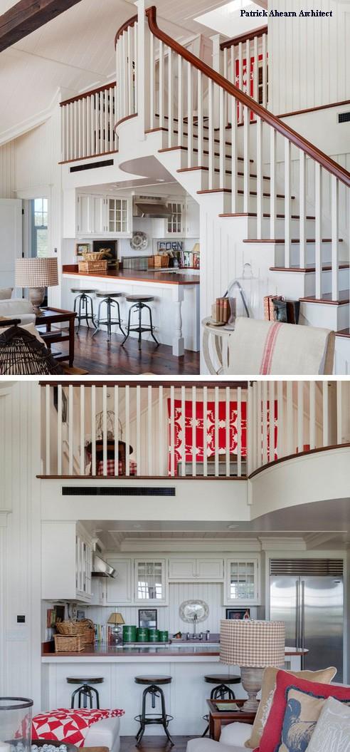 П-образная кухня под лестницей