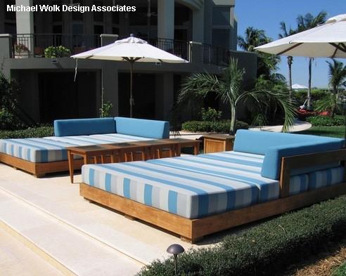 топчаны кровати с переносными тентами зонтиками